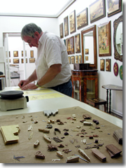 A Stinga at work in his studio.