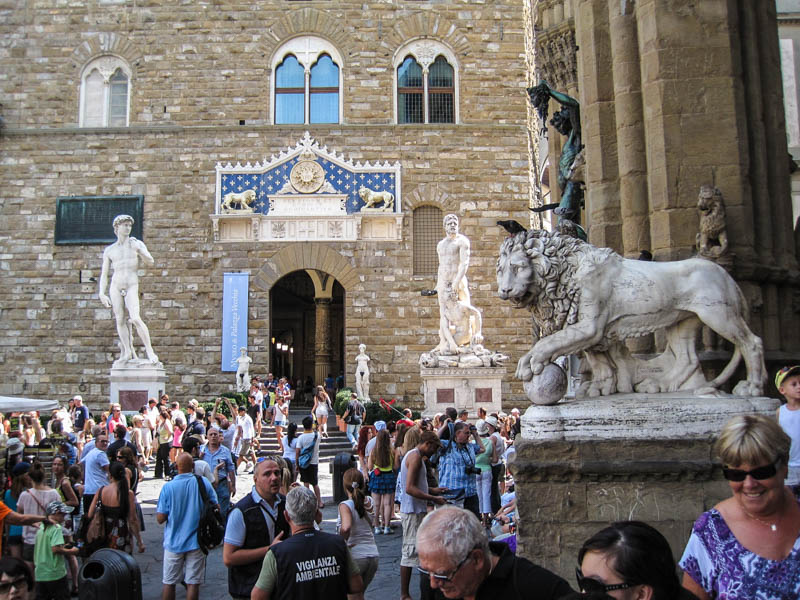 Some of Piazza della Signoria's statues on the Loggia dei Lanzi and in front of the Palazzo Vecchio in Florence. (Photo by Arnaud 25)