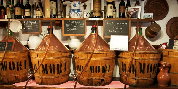 Cantina Do Mori, Venezia.  (Photo by Eric Parker)