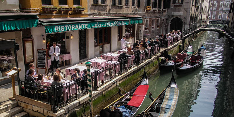 Ristorate Da Raffaele offers canalside dining in Venice. (Photo by Badly Drawn Dad)