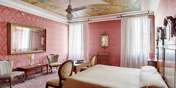 A room at the Hotel Galleria, Venice